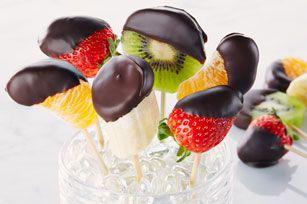 Fruits trempés dans le chocolat - Facile à réaliser et si appétissant !