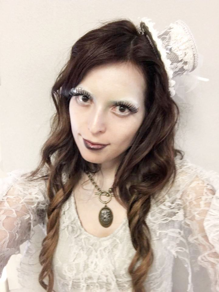 Its halloween time and i decided to be a Ghost lady. Here i made the makeup and hair  and i am wearing my #Bellami Hair Extensions .  #GuyTangbalage. color chesnut brown - dark brown Es Halloween i he decido disfrazarme de Ghost Lady Esta Vez. Estoy usando las extensiones de cabello de la marca #bellami. por #guytangbalaye en color dark brown y chesnut brown