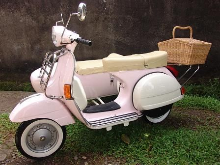Pink Vespa...with sidecar!! I can just picture it now. Jason in the sidecar with a pink helmet!
