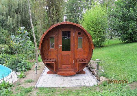 Ein Saunahaus montieren ist gar nicht so schwer! DIY Sauna, Sauna selber bauan, Sauna in Holzfass Eine Sauna in den eigenen vier Wänden ist Erholung pur. Die Sauna bring die Wellness-Oase in die eigenen vier Wände. Ein kleiner Spa-Bereich Zuhause ist pures Glück und sanfte Entspannung für die Seele. Eine moderne Sauna, eine gemütliche Saunehütte für Draußen oder eine Saune mit tollem Blick ins Freie.