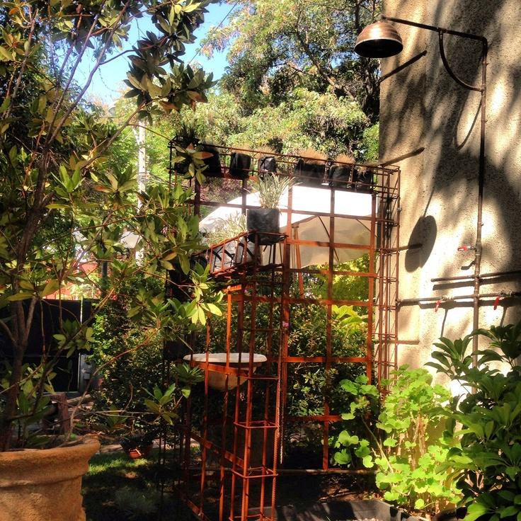 Una súper ducha en el jardín. Recomendable 100%.