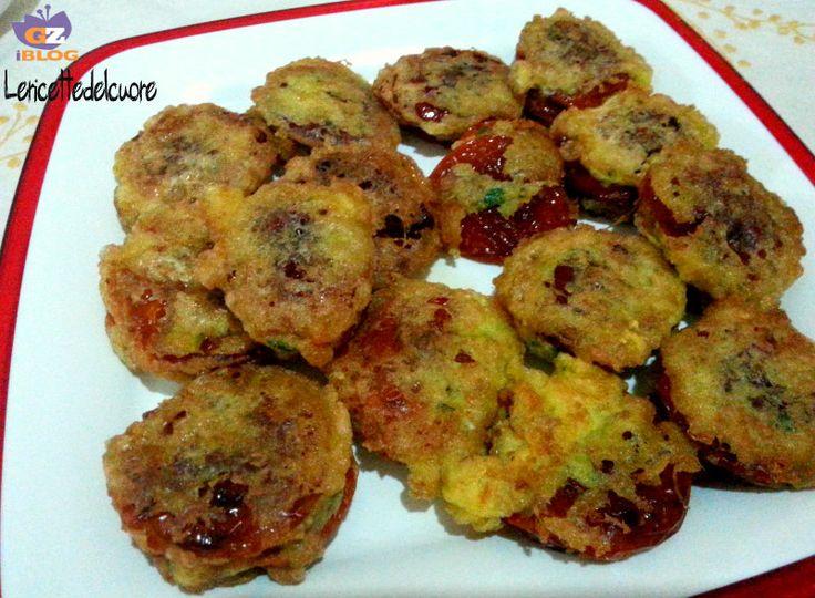 Pomodori secchi ripieni I pomodori secchi ripieni sono un delizioso antipasto, molto facile da preparare e anche molto gustoso, io li preparo quando ho tan