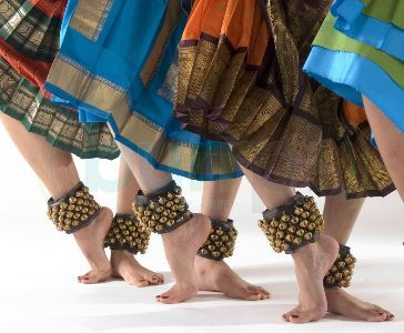 Classical Indian dance (Bharatanatyam).