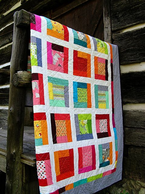 scrappy with solids FMF quilt: Logs Cabins Quilts Modern, Crafts Ideas, White Modern Quilts, Favorite Ideas, Fleas Marketing, Colors Quilts, Quilts Ideas, Bright Colors, Fancy Quilts