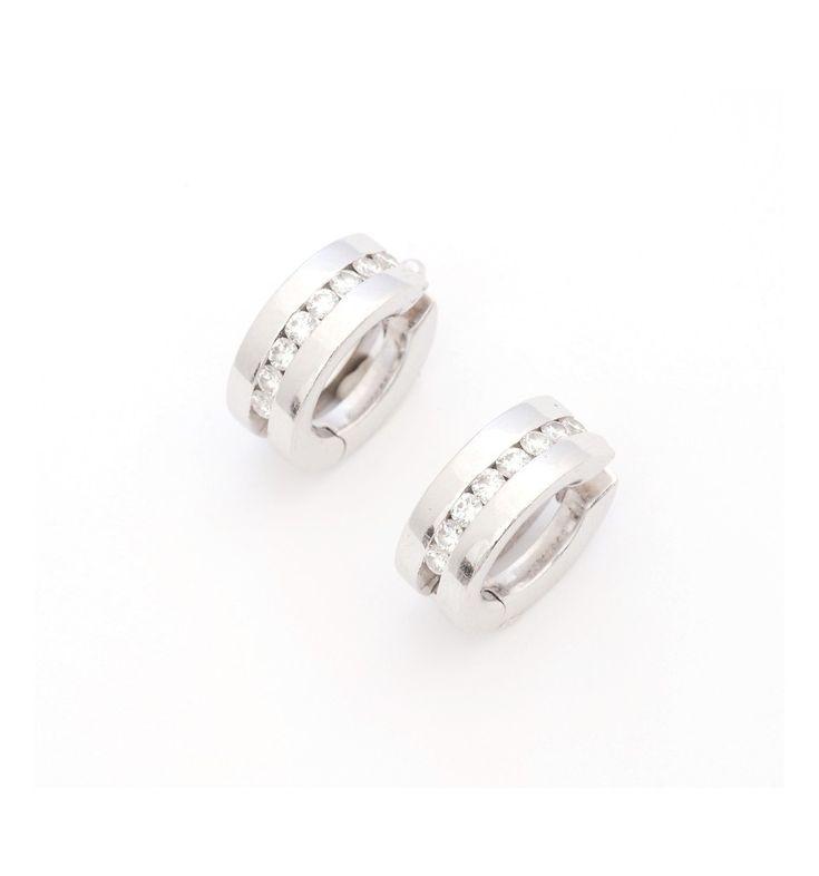 Criollas realizadas en oro blanco 18k,con 8 diamantes talla brillante en cada una. Peso aprox de los diamantes 0,48 ct.  Precio 550 € http://www.quoniam.es/es/joyeria/4042-criollas-con-diamantes.html #joyas #pendientes #diamantes  #jewelry #diamonds