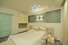 Lakberendezés után egyedi design ágy került a vendégszobába