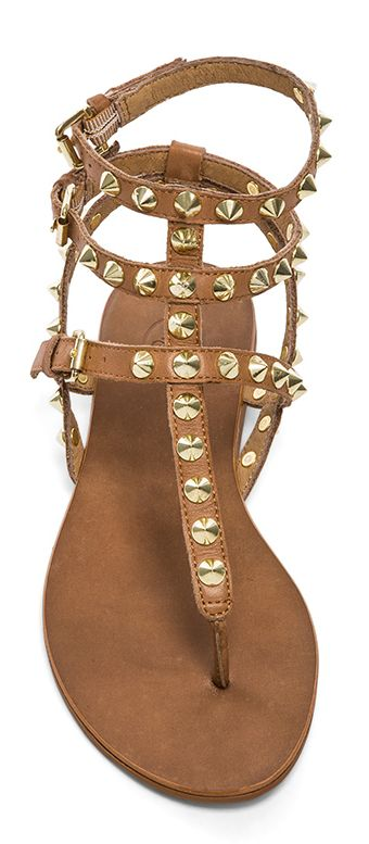 Studded sandals http://rstyle.me/n/gdv7in2bn
