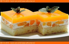 Mandarinka Darinka (osviežujúci bozk) Ak má dezert napraviť renomé pokazeného obeda, tak tento zákusok opraví aj renomé chýbajúceho obeda. Ingrediencie Piškóta: 5 vajec 120 g vanilkového cukru 125 g polohrubej múky 1 PDP alebo 1PL vínny cukor Stredná smotanová vrstva: 1000 ml kyslej smotany 100 g vanilkový cukor 5*20g 3 konzervy lúpaných mandariniek 3x315ml Vrchná …