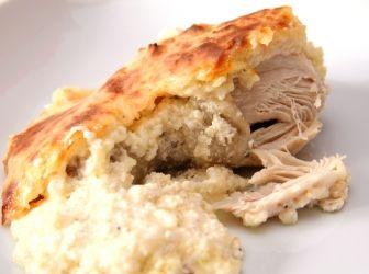 Egyben sült sajtos-tejfölös csirkecomb recept: Bár első ránézésre nem túl izgalmas étel, de nagyon-nagyon finom! Egyszerű és laktató étel. Kezdők is bátran nekifoghatnak, az eredmény pedig egyszerűen mennyei! A csirkecomb is örül, ha így készíted el! :D