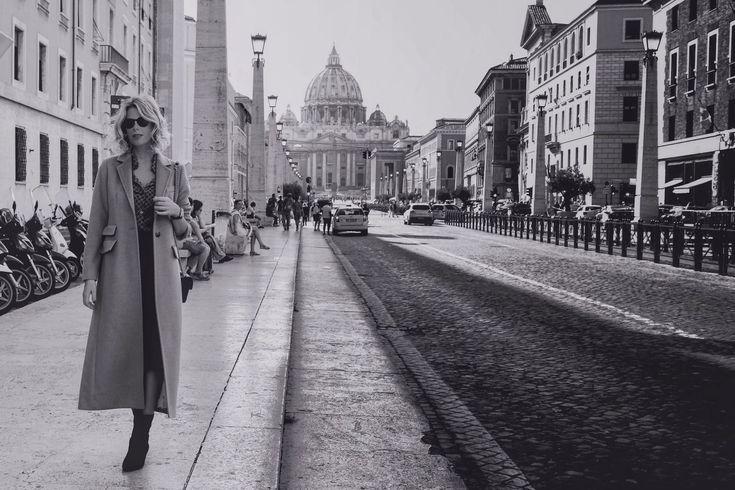 Ecco l'ultima tappa del mio mini tour romano.  E cappotto sia, nonostante il caldo  #LaPinella #tour #Roma #lunedì #stivali #lapinellacity