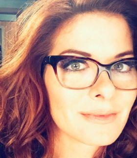 I love Debra Messing's glasses <3