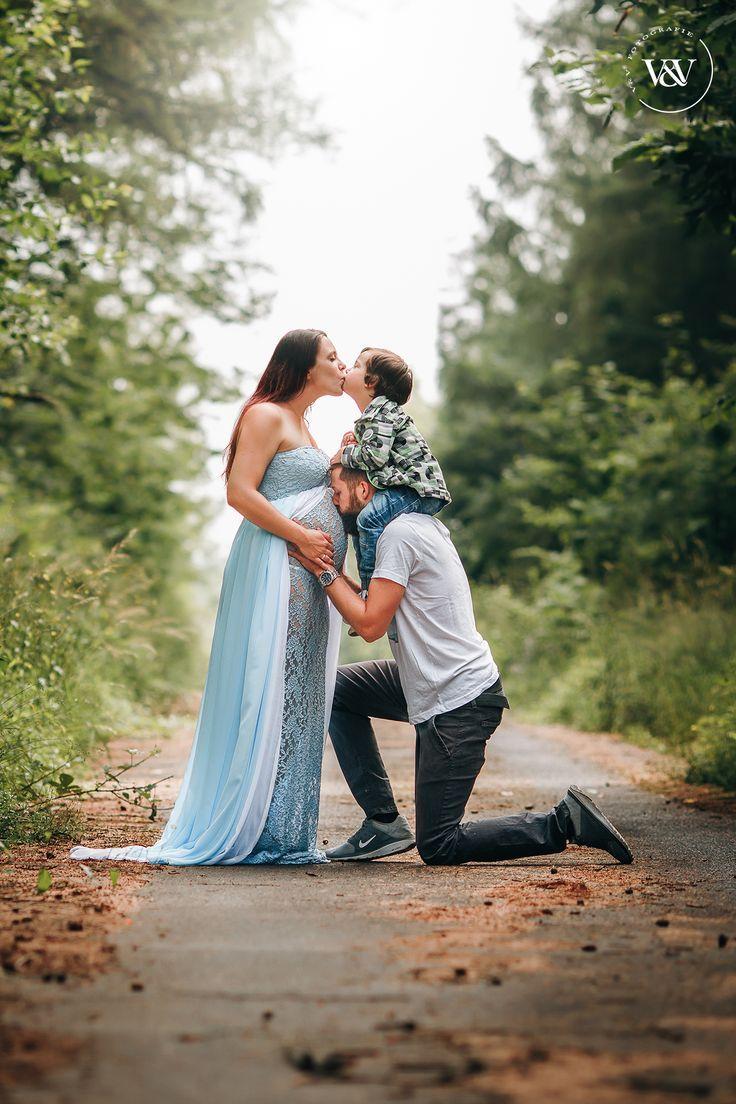 Schwangerschaftsbilder, Babybauchfoto im Wald, Schwangerschaftsaufnahmen Sommer