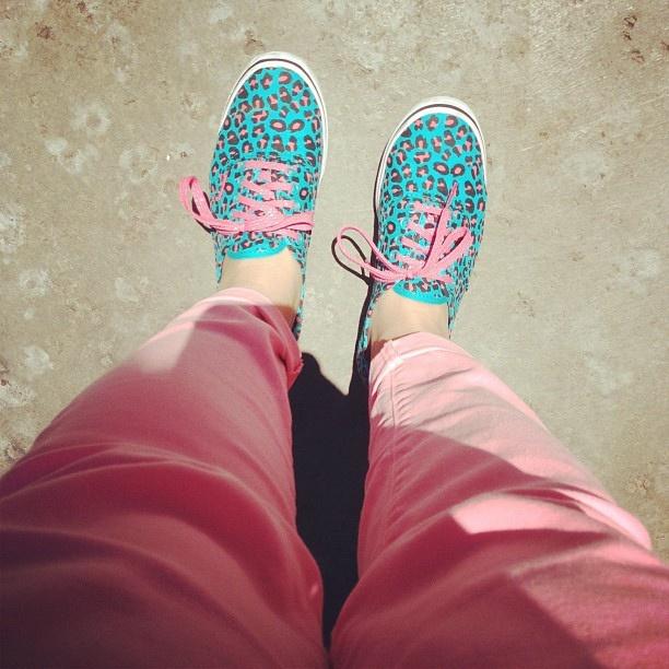 #shoesinsitu Pink Jeans & Cool Vans