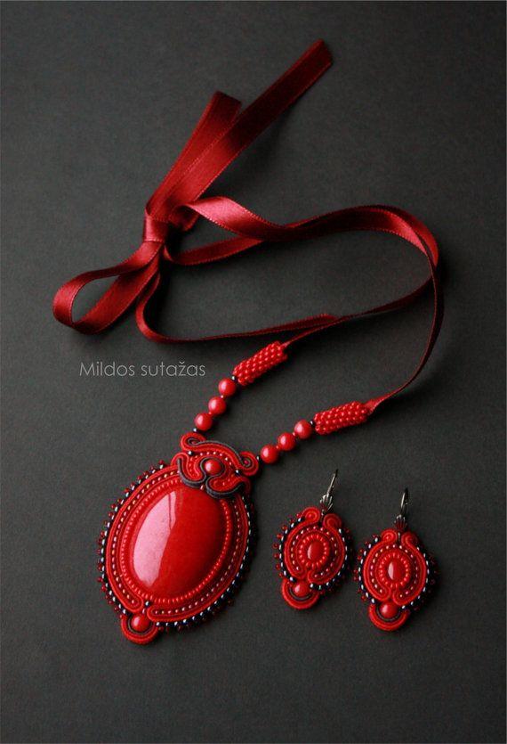 Handmade necklace and earrings with jadeite stone by Mildossutazas