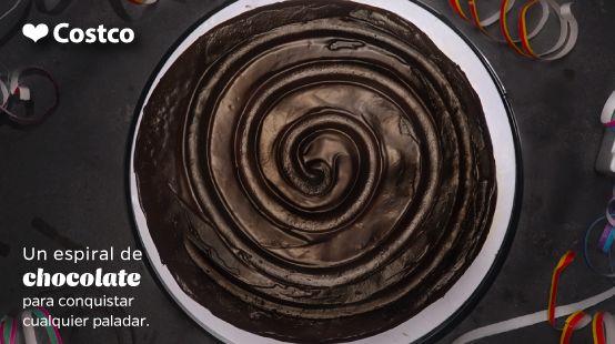 No importa qué estés celebrando, sabemos que no puede faltar un pastel Chocofudge. ¡Un clásico de Costco!