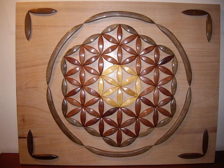 Flor de la Vida: Cuadro realizado exclusivamente en madera de 1 pulgada pulida, con terminación echa a mano.