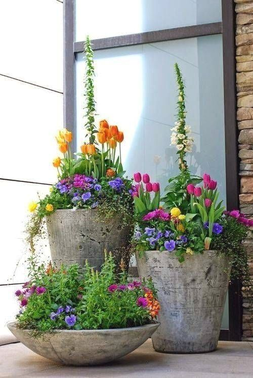 front yard landscaping ideas large planters with flowers and greenery #frontyardlandscapediy #largecontainergardeningideas #LandscapingIdeas