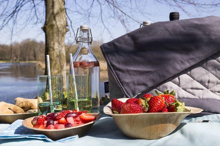 Picnic in the Danish spring. Store your food in the Simmer Bag from PYTT Living
