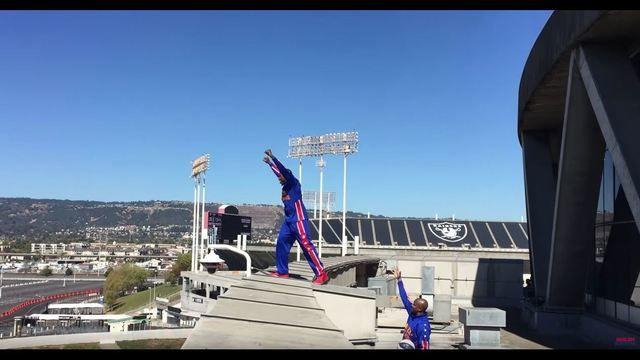 Harlem Globetrotter makes 100-ft shot off Oracle Arena roof   KTVU