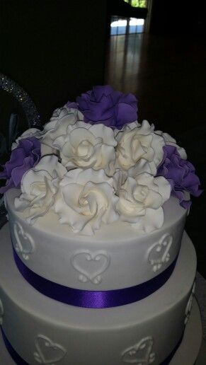 Rose bouquets cake toppers for wedding cakes. All handmade and edible (except wires)