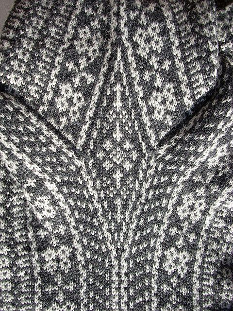 """""""Faroe"""" gusset detail. Pattern by Alice Starmore"""