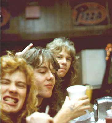 Old photo of Dave Mustaine, James Hetfield & Lars sucking some suds.