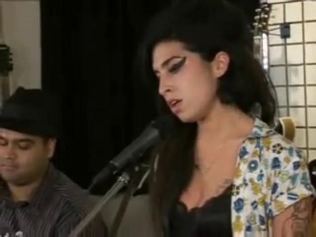 Amy Winehouse - Back To Black (Live Acoustic) - YouTube