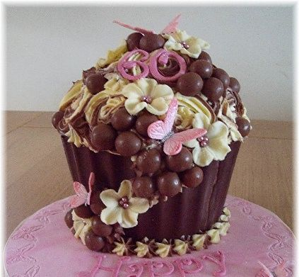 Chocolate-giant-cupcake-photos-3.jpg (423×391)