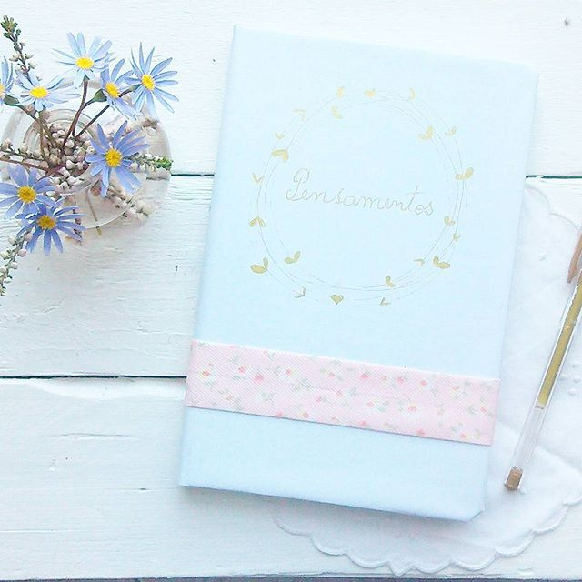 Projecto da semana, no blog. #diy #notebooks #floralnotebook #tutorial #passoapasso #photosinbetween #myunicornlife #theeverygirl #peoplescreative #visualcrush #proptoit #bloggervibes #morningslikethese #persuehappy #thatsdarling