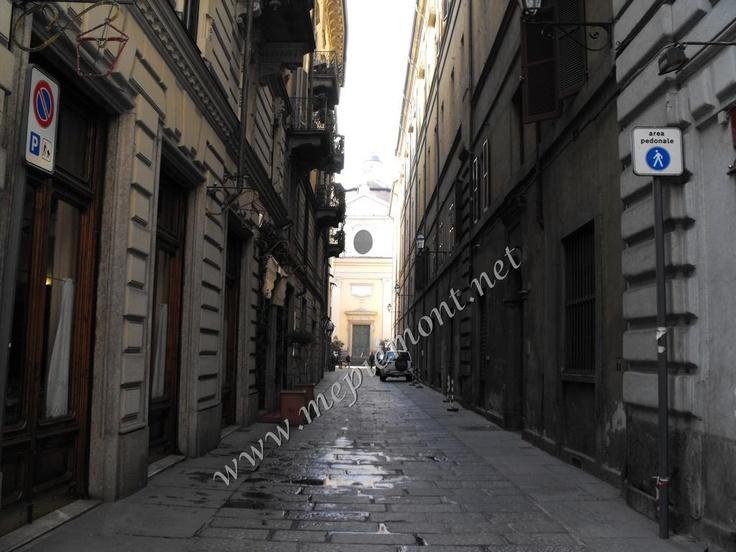 Via Cappel Verde (al numero 6 abitava l'unica donna esorcista di Torino, Enrichetta Naum, morta nel 1911)