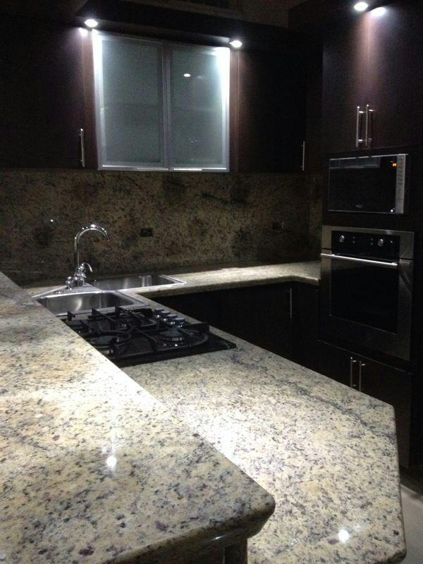 Cocina empotrada moderna maracay con f rmica de for Cocinas con granito