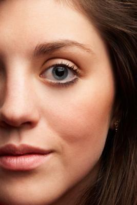 Cómo adelgazar tu rostro con ejercicios   eHow en Español