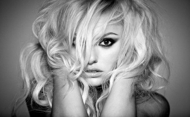 アレクサンドラ・スタン|Victor Entertainment