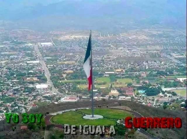 Vista de Iguala desde la asta de la bandera más grande de ...