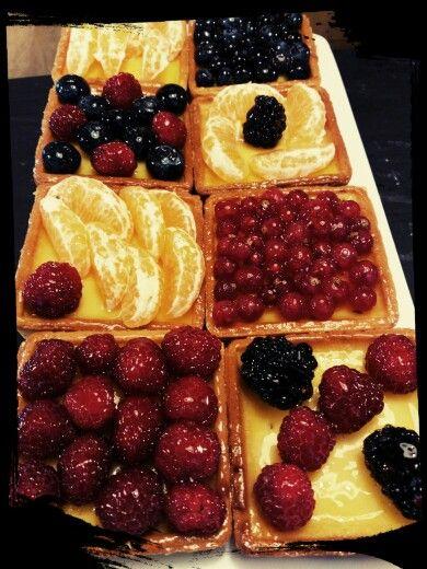 Crostatine alla crema e frutta fresca!! <3