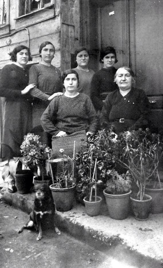 İstanbul'da yaşayan Ermeni bir ailenin fotoğrafı #Kumkapı #istanbul #istanlook