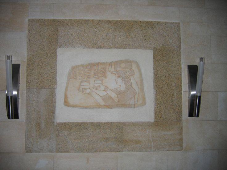 Внутренний декор с панно в обрамлении плиткой РК