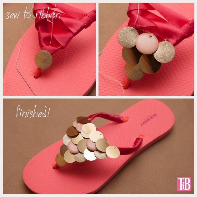 Haga sus propias sandalias brillantes  que utiliza cinta, hilo, y paillettes.