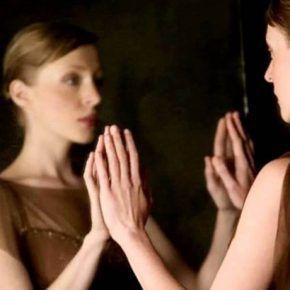 Слова, которые полезно говорить перед зеркалом, для привлечения удачи и любви