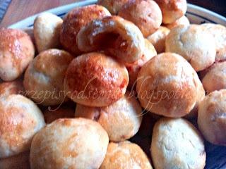 Buns (or a pie) stuffed with spicy bacon / Bułeczki (lub placek) z pikantnym boczkiem