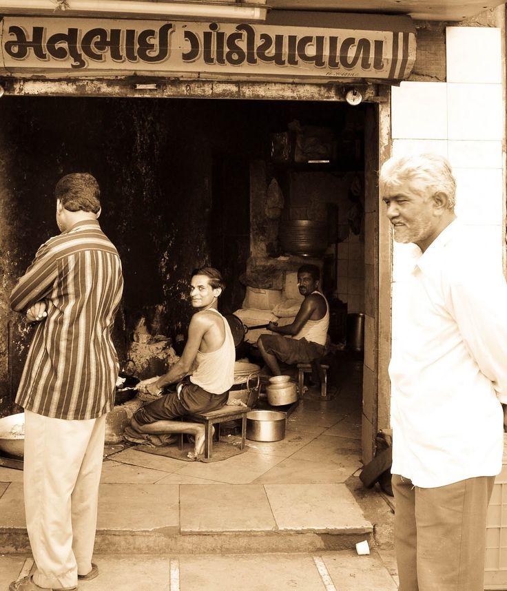 Cooking with Gaurav: Visit to Mannubhai Sweet and Snack Shop @Bhavnagar...