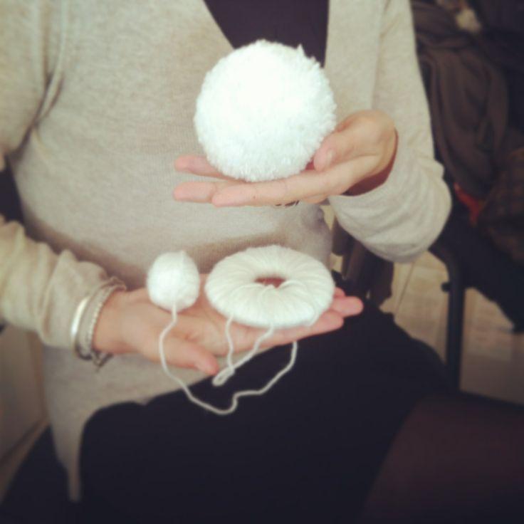 ponpon, lana , fatto a mano ,bianco  www.isieventi.com