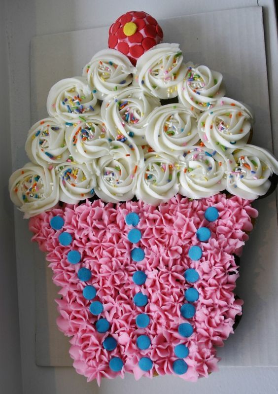 Cupcake Cake! Best Birthday Pull Apart Cupcake Cakes. Simple creative cake inspiration for a birthday party celebration.