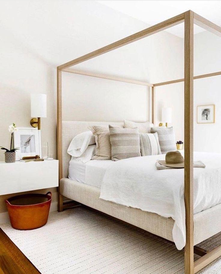 Simple minimal bedroom//