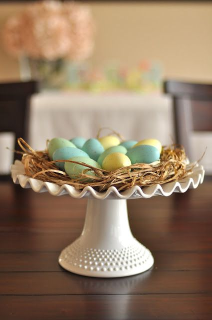 CAKE STAND TOPPER – Use a dessert tray to elevate a nest centerpiece made with grass from the yard. Click through for the entire gallery and for more easter decorations.