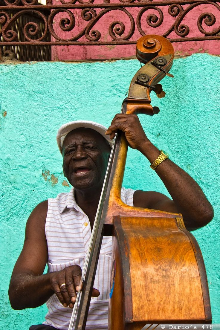 Double Bass player in Santiago de Cuba, a paradise for live music.