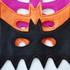 Make you or your kiddos an easy bat mask! Includes free downloadable pattern and full instructions