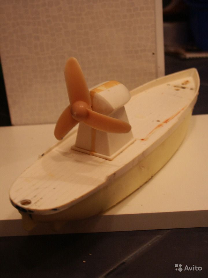 Подводная лодка, мотор, 1970е. Ищите игрушки, игры и книги из детства СССР здесь -  http://doska-obyavleniy-detstva.blogspot.ru/ #подводная_лока