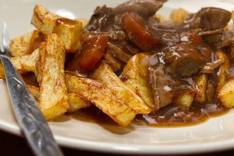 Goedkoop en makkelijk stoofvlees recept van Jeroen Meus, minder dan 1 euro per persoon inclusief lekker, donkerbruin abdijbier.