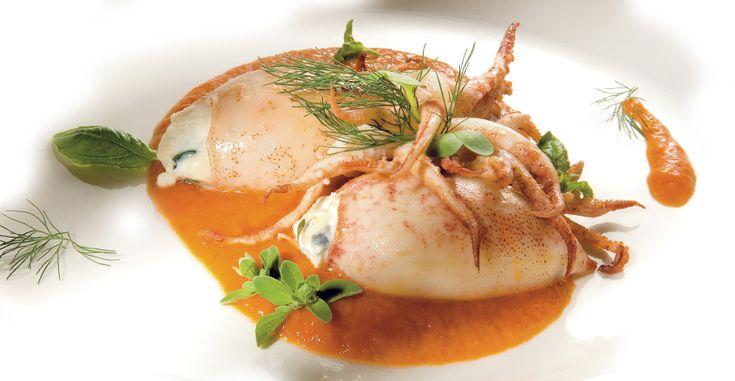 Calamares rellenos de requesón y con puré de pimientos a la parrilla y perifollo - #Recetas #Segundos platos #Queso #Gorgonzola - http://es.gorgonzola.com/recetas/segundos-platos/calamares-rellenos-de-requeson-y-con-pure-de-pimientos-la-parrilla-y-perifollo/
